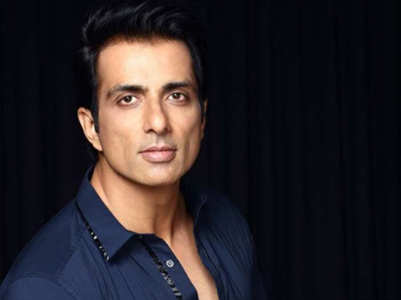 Sonu Sood gives a befitting reply to trolls