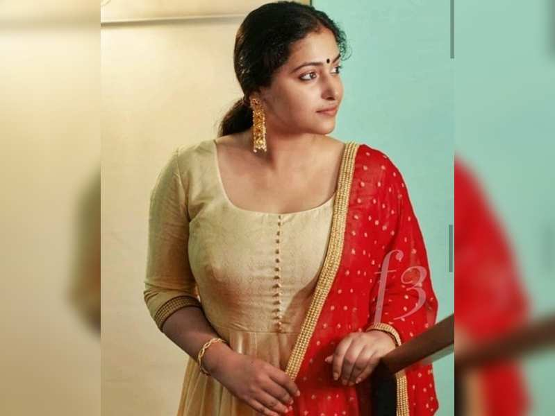 Anu Sithara flaunts her dancing skills on her social media page