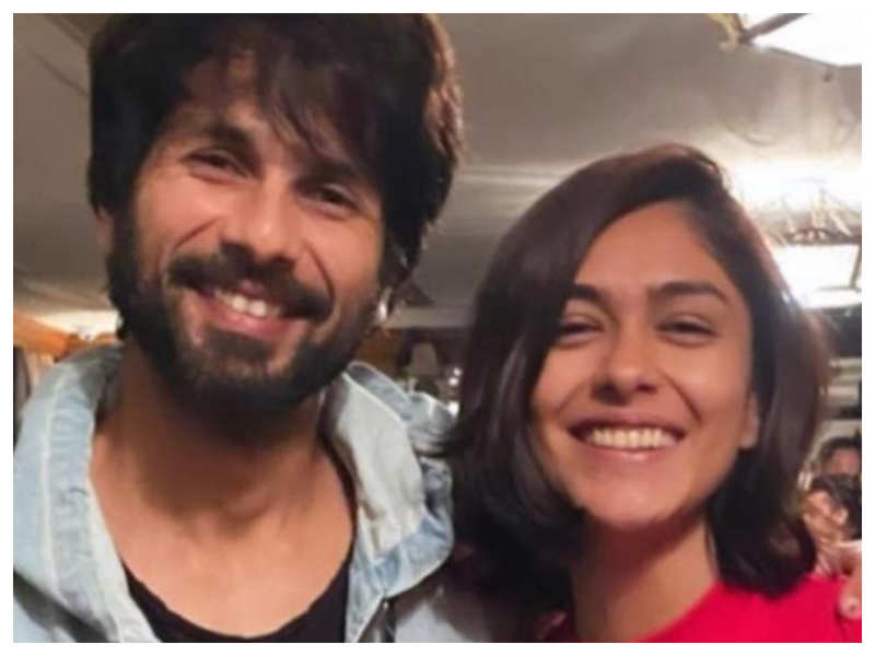 Mrunal Thakur reveals her sister and she had a huge crush on Shahid Kapoor, says they landed in trouble for THIS reason