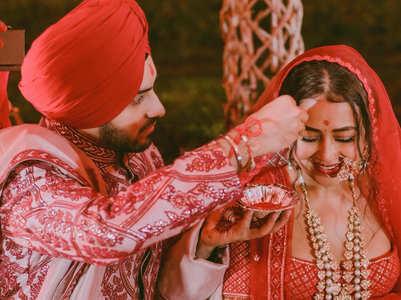 Neha Kakkar becomes 'Mrs. Singh'