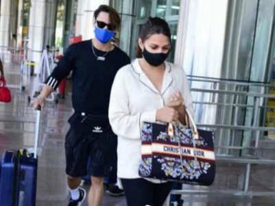 Asim, Himanshi spotted together at airport