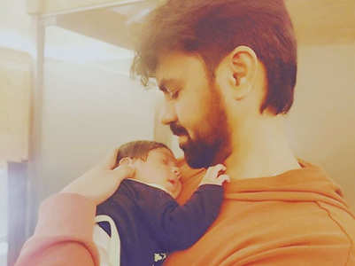 Gaurav writes a note with baby boy's pic