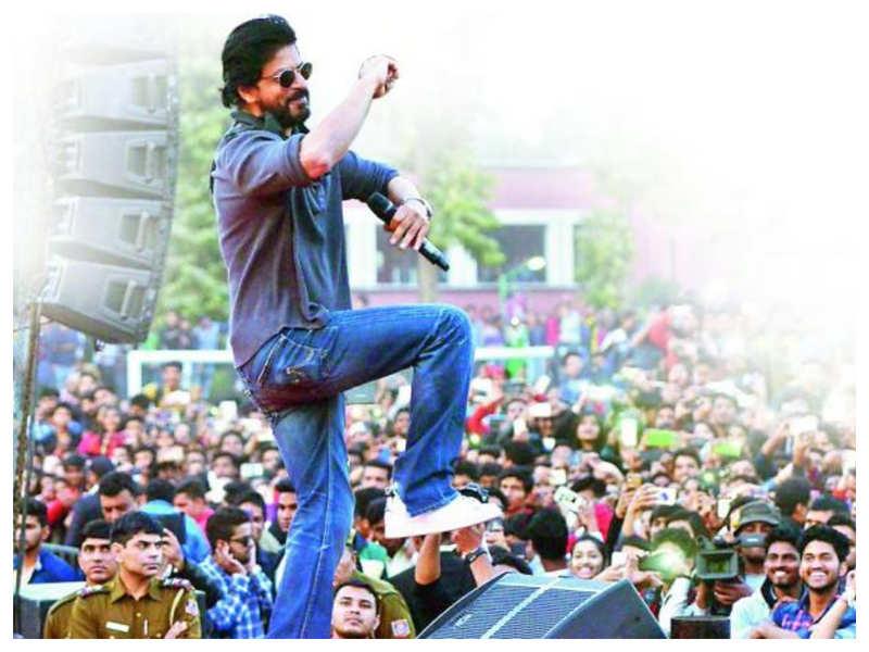 Fans plan a grand virtual birthday party for Shah Rukh Khan's 55th birthday on November 2