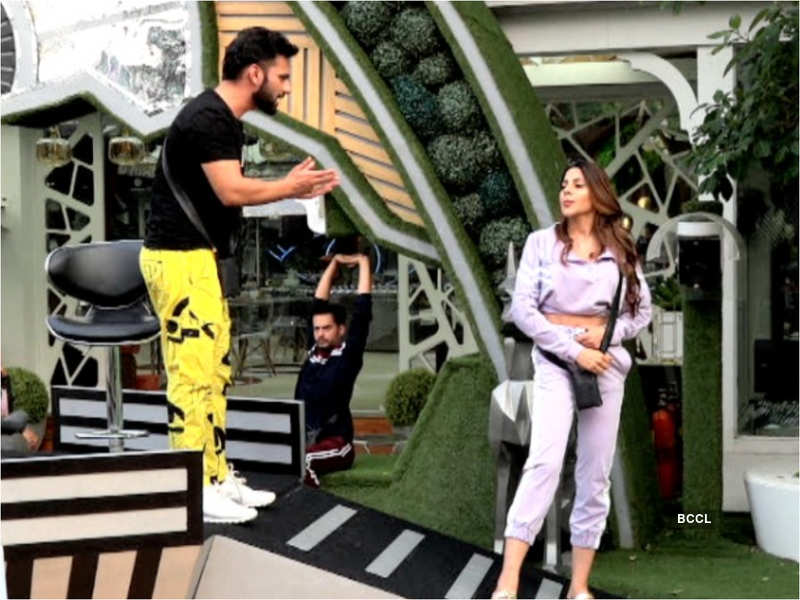 Bigg Boss 2020: Salman Khan during 'Bigg Boss 14 Weekend Ka Vaar' episode slammed Nikki Tamboli for hiding oxygen mask of Rahul Vaidya.