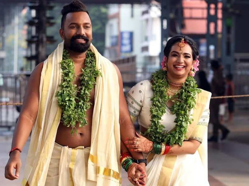 Kudumbavilakku actress Saranya Anand gets hitched to Manesh Rajan; see the first pic
