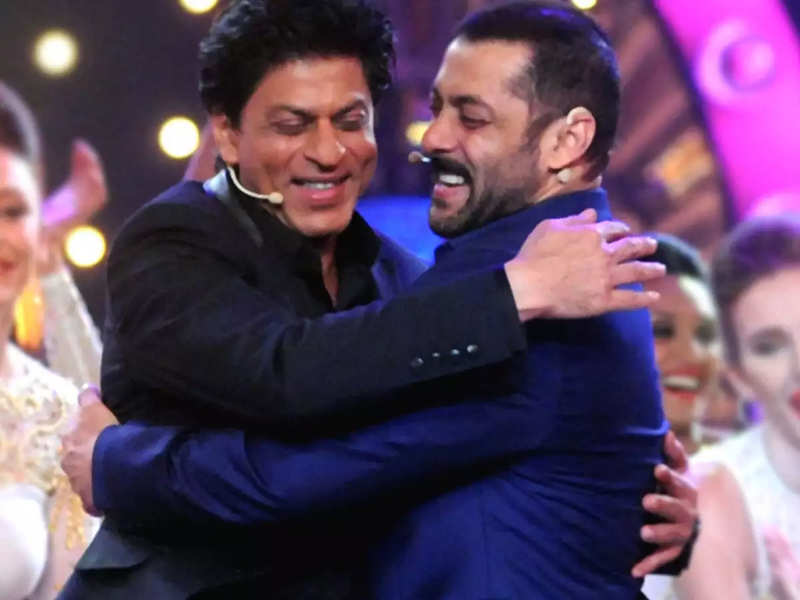 Throwback: When Salman and Shah Rukh Khan shook a leg on 'Tan Tana Tan' at Sonam Kapoor's wedding reception