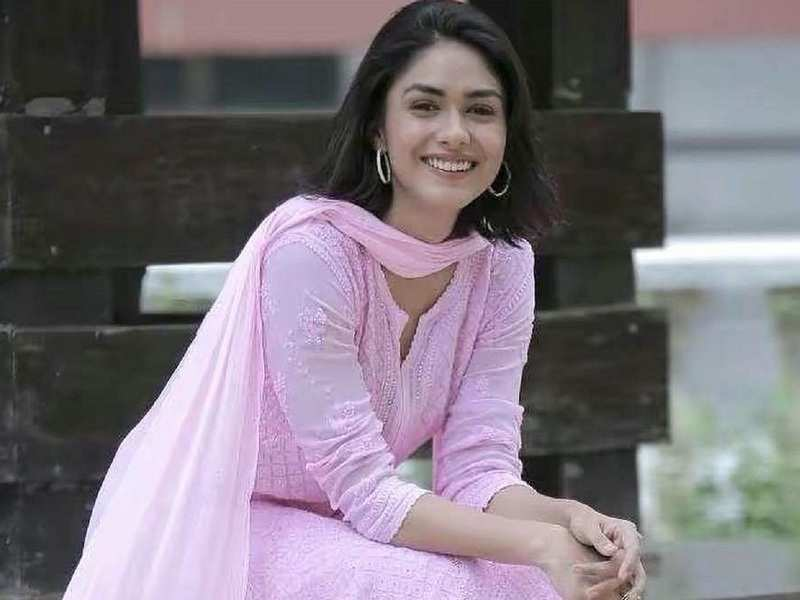 Mrunal Thakur: No one should be able to define my abilities | Hindi Movie  News - Times of India