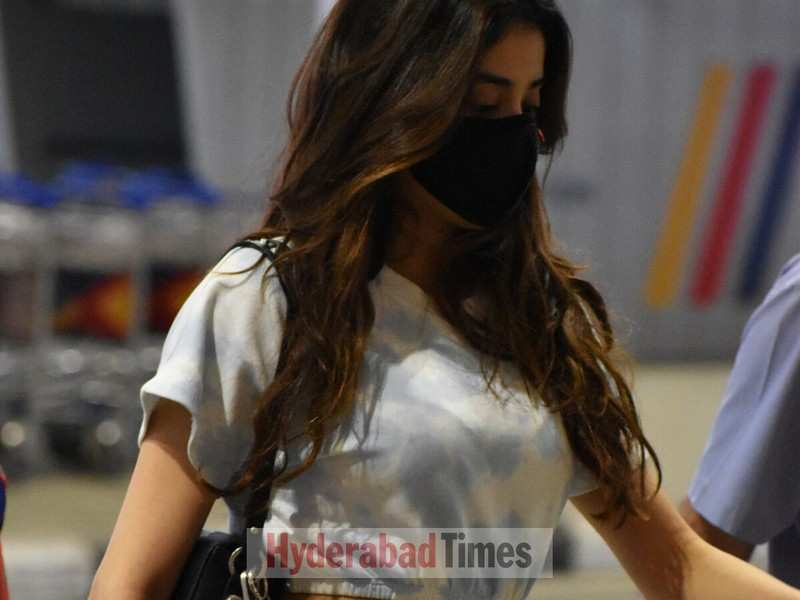 Spotted: Janhvi Kapoor knows just how to keep her airport looks chic yet stylish