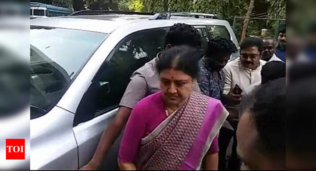 V K Sasikala pays Rs 10-crore fine, gets ready to walk out of Bengaluru prison - Times of India