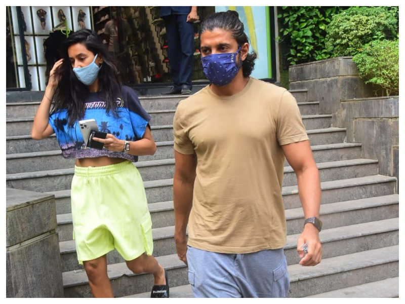 Photos: Lovebirds Farhan Akhtar and Shibani Dandekar spotted going out and about in the city