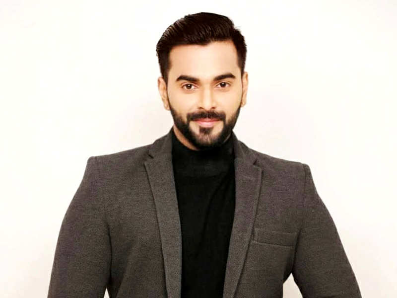 """International Men's Day: Nithin Krishnamurthy Iyer shares a lengthy note wishing his fans; says, """"a hug or even a smile will make us feel appreciated"""""""