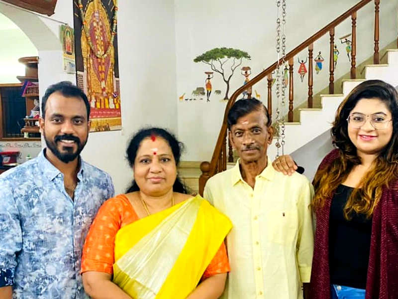Nivashini Divya celebrates her parents' wedding anniversary; see pics (Photo - Instagram)
