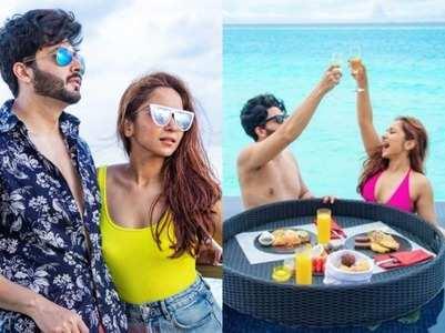 Dheeraj-Vinny celebrate love by the sea