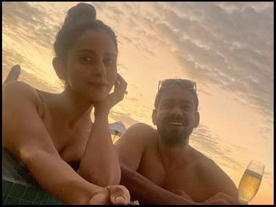 Rakul shares a selfie with her brother