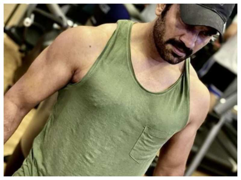 Sharad Kelkar shares a throwback workout picture, caption steals the show