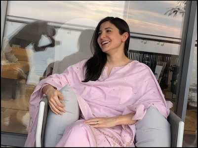 Anushka's 'perfect' chai time candid photo