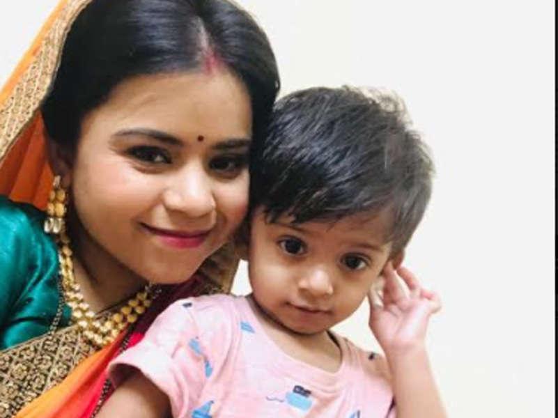 Aye Mere Humsafar actress Juhi Aslam's son accompanies mom on the sets