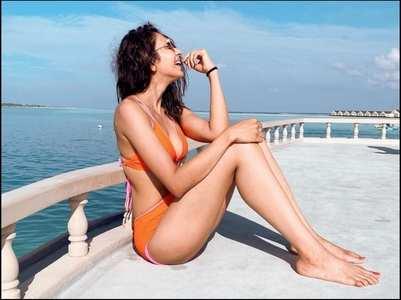 Pic: Rakul stuns in an orange swimsuit