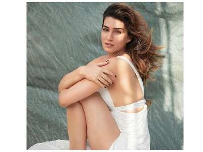 Kriti is a vision in white in latest photo