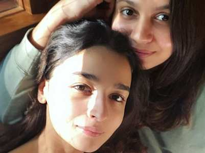 Alia's cute sun-kissed selfie with Shaheen