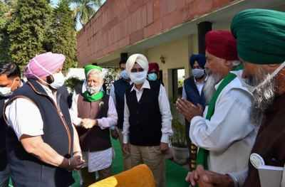 Punjab farmers stock up for 'Dilli Chalo' | India News - Times of India