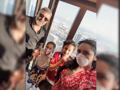 Sanjay films Shahraan-Iqra's candid moment