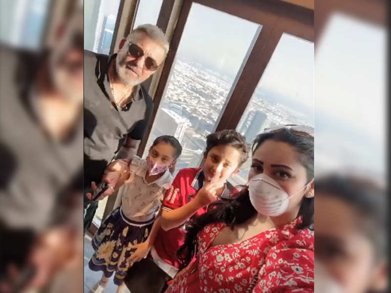 Sanjay Dutt captures kids Shahraan and Iqra in a candid moment – watch video