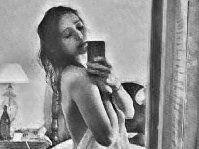 Asha Negi wrapped in a towel pic breaks net