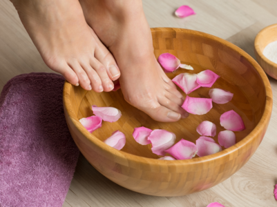 Tips to avoid cracked heels and dry feet this winter