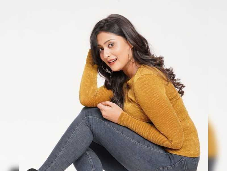 Amrutha Iyengar turns water baby in her latest pictures