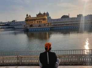 Malhar Thakar seeks blessing at Golden Temple, prays for happy 2021