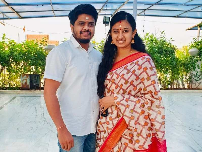 Neelakkuyil fame Latha Sangaraju announces pregnancy with a sweet note, says 'welcoming our little one in June 2021'