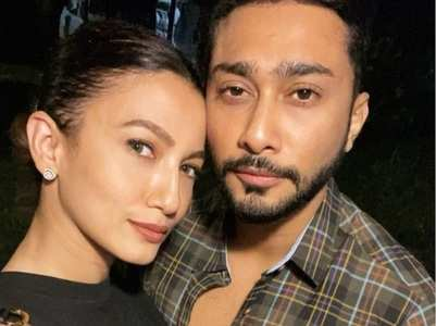 Gauahar posts adorable selfie with bf Zaid