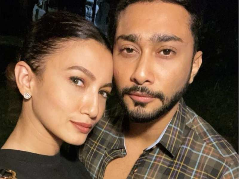 Soon-to-be married Gauahar Khan credits herself for taking amazing selfies with beau Zaid Darbar; he drops a mushy comment