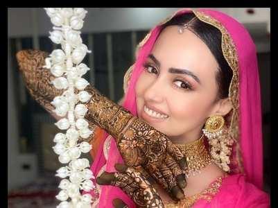Sana Khan's stunning mehendi ceremony pics