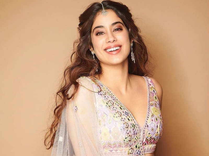 Janhvi Kapoor is a sight to behold in this baby pink lehenga