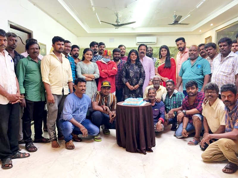Uyire completes 200 episodes; Team enjoys a cosy celebration party (Photo - Instagram)