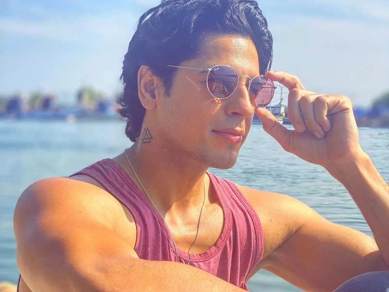 Image result for EXCLUSIVE: Sidharth Malhotra and Neha Sharma shoot a romantic music video in Goa