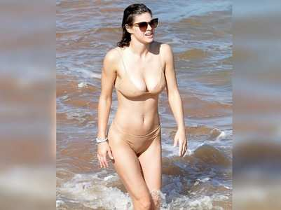 Pics: Alexandra turns up the heat in a bikini