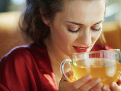 How does green tea solve the acne problem?