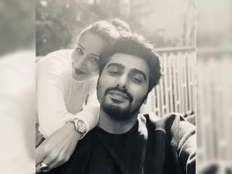 Arjun Kapoor and Malaika Arora's latest social media banter is all things romantic!