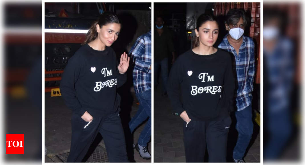 Alia Bhatt keeps it simple yet stylish as she gets papped post shoot – Times of India