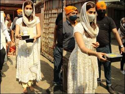 Pics: Pooja Hegde visits a Gurudwara