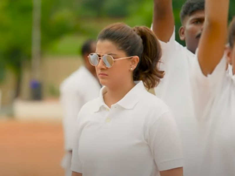 First single Nimirndhu Nil from Varalaxmi's Chasing