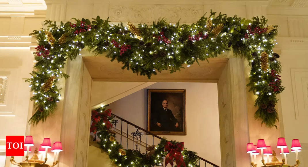 First Lady Melania Trump Unveils Christmas At The White House 2021 Melania Trump Unveils 2020 White House Christmas Decor Times Of India