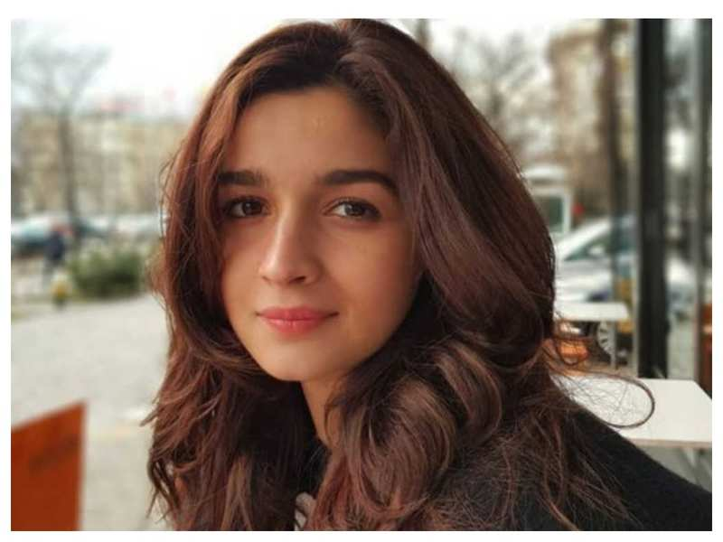 Alia Bhatt says she wishes to spread positivity by being kind to others