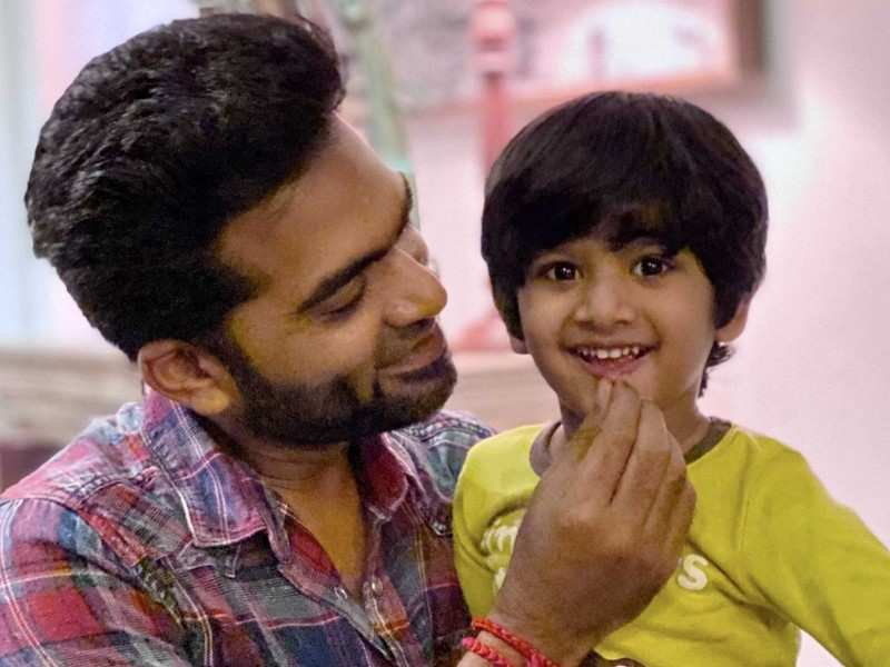 VIDEO: Simbu spends time with his sister's son amidst the busy shoot