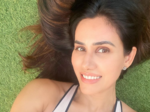 Sonnalli Seygall is teasing the cyberspace with her gorgeous pictures