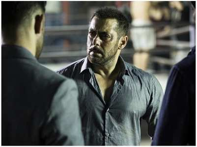'Sultan' director BTS pics of Salman Khan