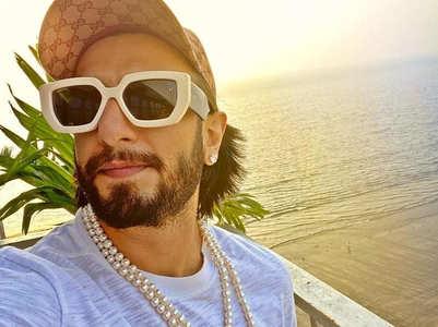 Ranveer shares a selfie from the beach